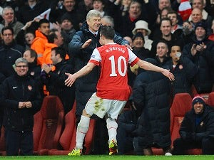 Wenger angered by Van Persie talk