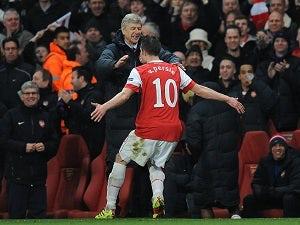 Wenger angered by Van Persie talk