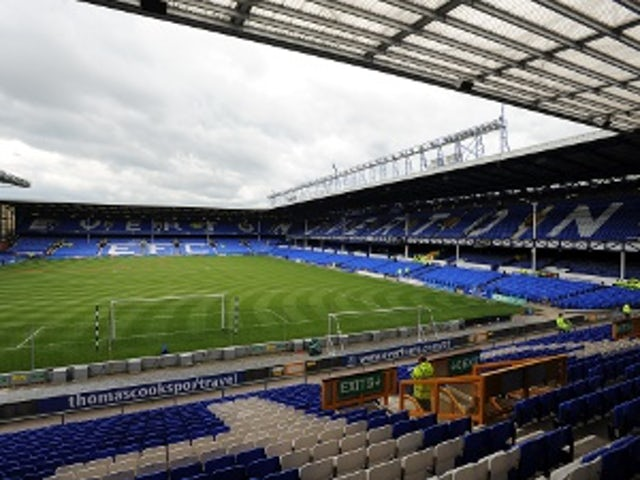 Long rewarded with Everton contract