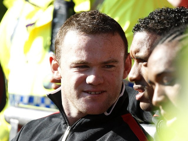Team News: Rooney absent for Man United