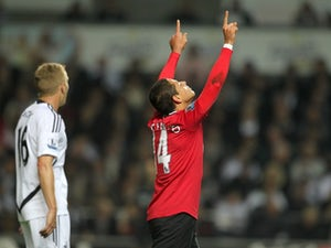 Sanchez backs Chicharito