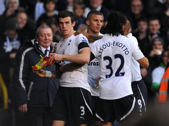 Neville praises improved Bale