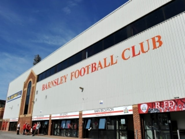 McNulty agrees new Barnsley deal