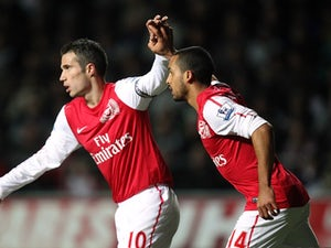 Vlaar hopes for Van Persie stay