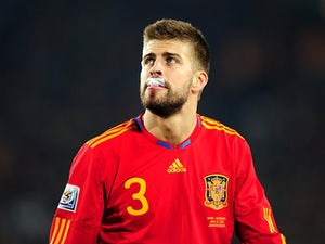 Pique welcomes Song to Barcelona