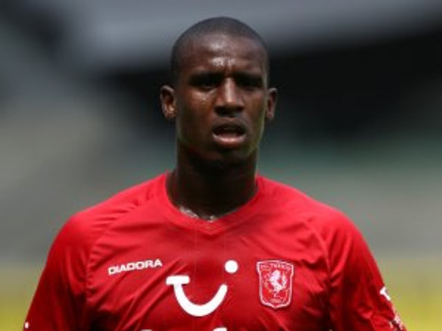 Newcastle track FC Twente defender