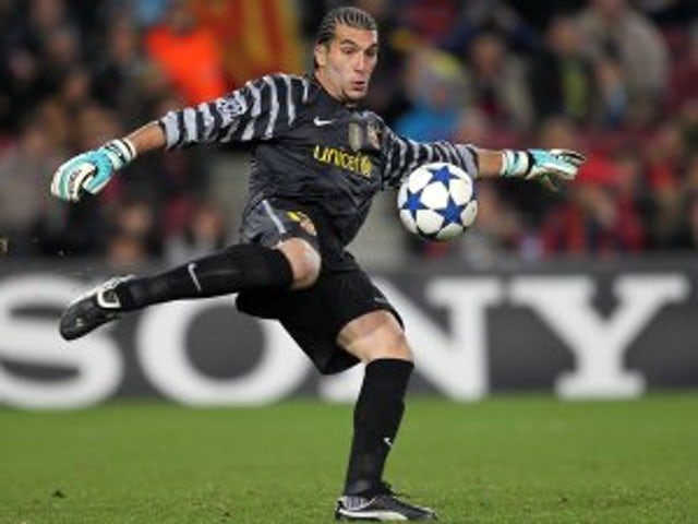 Pinto extends Barcelona contract
