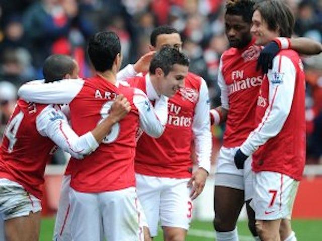 Mum urges Van Persie to stay at Arsenal
