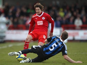 Simpson signs new Crawley deal