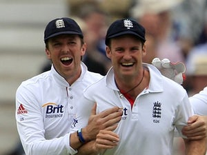 England take vital wickets on day three