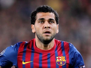 Alves: 'I've been tempting Thiago Silva to Barcelona'