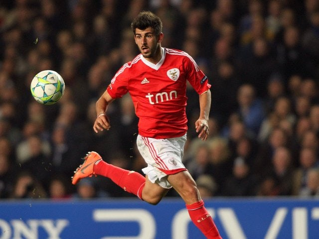Rennes win race for Oliveira