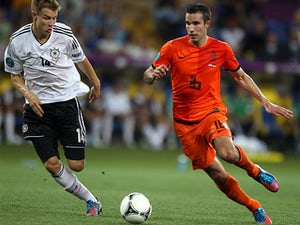 Van Persie to miss out for Holland?