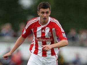 Rochdale make Lund signing