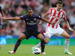 Arsenal 'have no plans for Walcott talks'