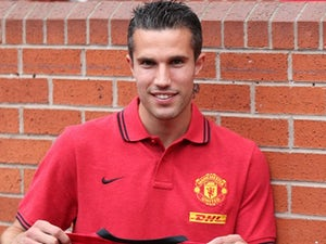 Team News: Van Persie starts on Man United bench
