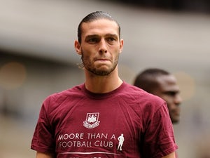 Allardyce: 'Carroll a few weeks away'