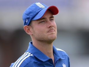 Injury scare for Broad
