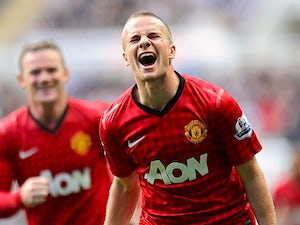 Cleverley awarded new Man Utd deal?