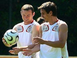 Neville warns Rooney against departure