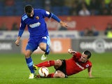 Daniel Pudil is tackled by Don Cowie
