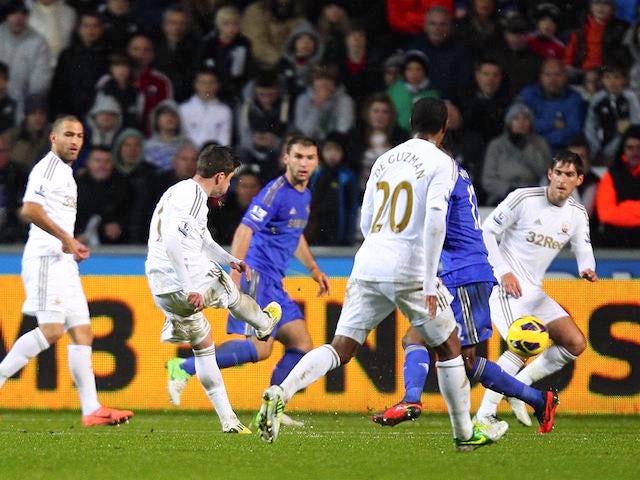 Pablo Hernandez scores the equaliser for Chelsea