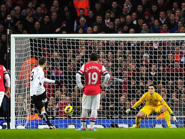 Dimitar Berbatov scores for Fulham from the penalty spot