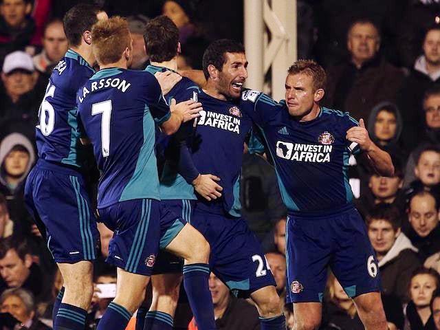 Carlos Cuellar celebrates with Sunderland teammates after scoring on November 18, 2012