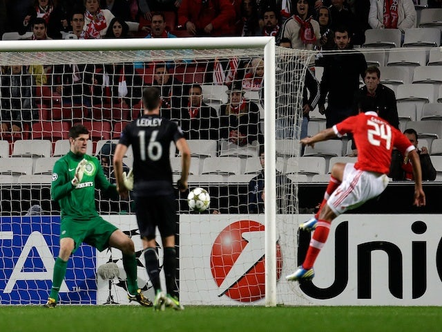 Benfica's Ezequiel Garay scores his side's second against Celtic on November 20, 2012