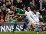 Ireland's Tommy Bowe squeezes past Argentina's Martin Landajo and Juan Imhoff to score a try on November 24, 2012