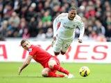 Jordan Henderson tackles Jonathan de Guzman during the first half on November 25, 2012