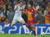 Man Utd's Phil Jones battles Nordin Amrabat of Galatasaray on November 20, 2012