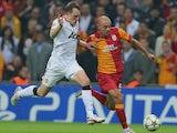 Man Utd's Phil Jones battles Nordin Amrabat of Galatasaray on November 20, 2012