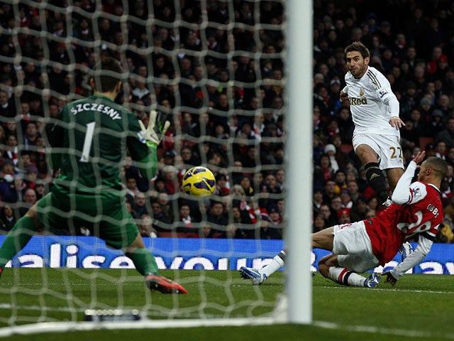 Wojciech Szczesny saves Angel Rangel shot on goal on December 1, 2012