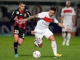 Paris Saint Germain's Ezequiel Lavezzi and Nice's Valentin Eysseric battle for the ball on December 1, 2012
