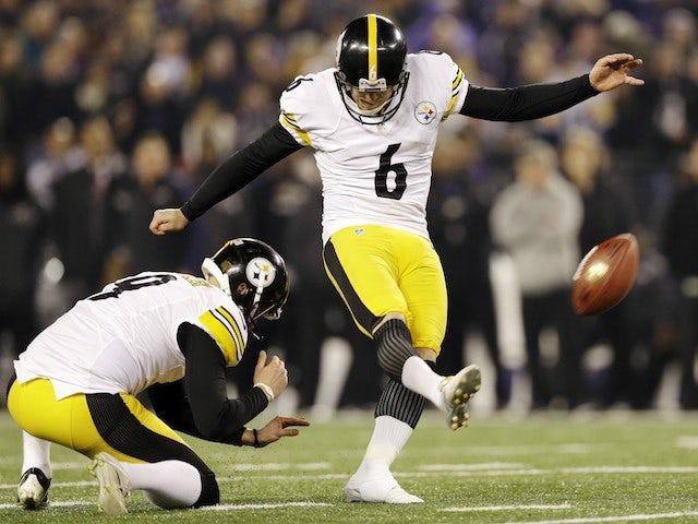 Shaun Suisham kicks the winning field goal for Pittsburgh Steelers on December 2, 2012