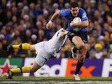 Leinster's Jonathan Sexton gets past Clermont Auvergne's Morgan Parra on December 15, 2012