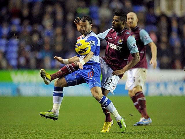 West Ham's Ricardo Vaz Te and Reading's Noel Hunt battle for the ball on December 29, 2012