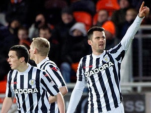 Thompson signs new St Mirren deal