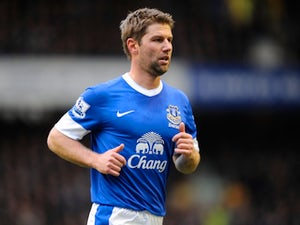 Hitzlsperger extends Everton stay