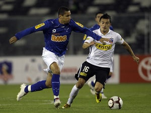 Wellington Paulista of Cruzeiro runs with the ball in a match against Colo Colo of Chile on 15 January, 2010