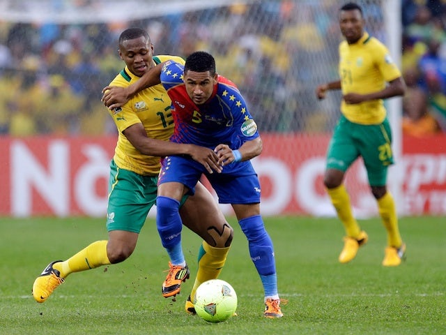 Cape Verde's Babanco Macedo tussles with South Africa's Kagisho Dikgacoi in the African Nations Cup match on January 19, 2013