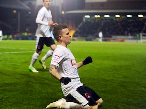 League One roundup: Orient, Oldham start with away wins