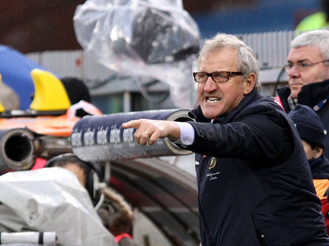 Genoa coach Luigi Delneri gestures to his players during the match against Catania on January 20, 2013