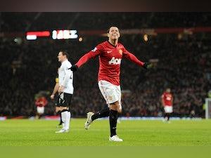 Hernandez suffers hip injury