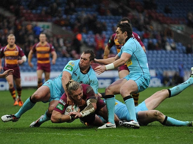 Huddersfield Giants' Eorl Crabtree scores a try against London Broncos on February 10, 2013