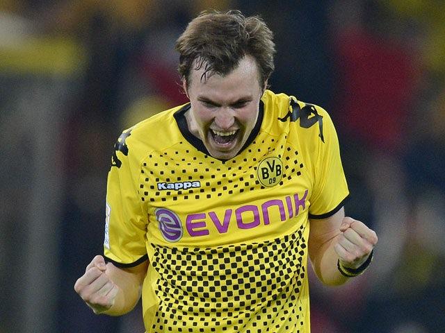 Grosskreutz signs new Dortmund deal