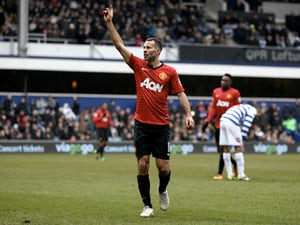 Giggs signs Man Utd extension