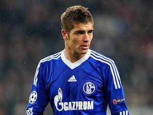 Schalke's Roman Neustadter in action on November 6, 2012