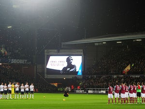 Hammers pay tribute to Moore